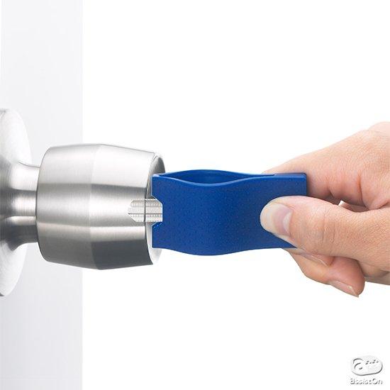 お家のカギをきちんと持ち歩いて、すばやく開閉するための、新しい方法。さらに使いやすくなって新登場。