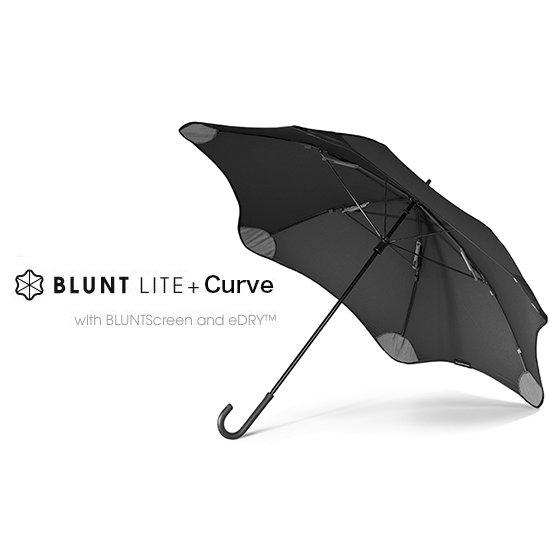 カーブの持ち手・軽量化の新バージョン。風速31m/sもの「非常に強い風」に耐える さらに安全性と使いやすさをも兼ね備えた、傘の再発明。