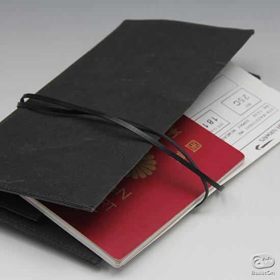 改良してさらに使いやすく。海外にお出かけの時のパスポートやチケットなどの収納。普段の通帳やカード類のお金まわりの整理整頓に便利でスリムなホルダー。