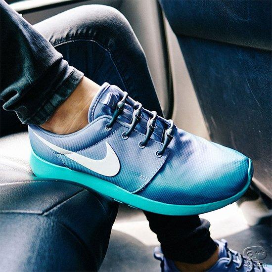 2015年の新色が登場。靴ヒモが大嫌いな方へ。不意にほどけてしまう。履く度に結び直さなければならな靴ヒモから解放してくれる、新しいシステム。もちろんお気に入りのシューズはそのまま。