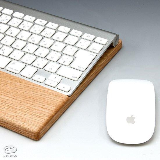 Apple純正のワイヤレス・キーボードを快適に使う。手首をラクにして、負担を軽減する。オーク材でつくった、パームレスト付きキーボードトレー。