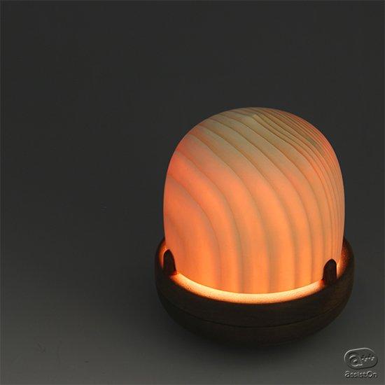 ドングリころころ、やさしい光が、眠りにつくまで、あなたを見守ってくれます。旭川の高度な木工技術とLED技術の融合で生まれました。