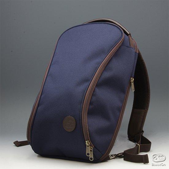 バックパックの動きやすさ。ショルダーバッグの出し入れのしやすさ。どちらの良さも兼ね備えた新しいバッグ。縫製と素材の良さで定評のある、あのブランドから。