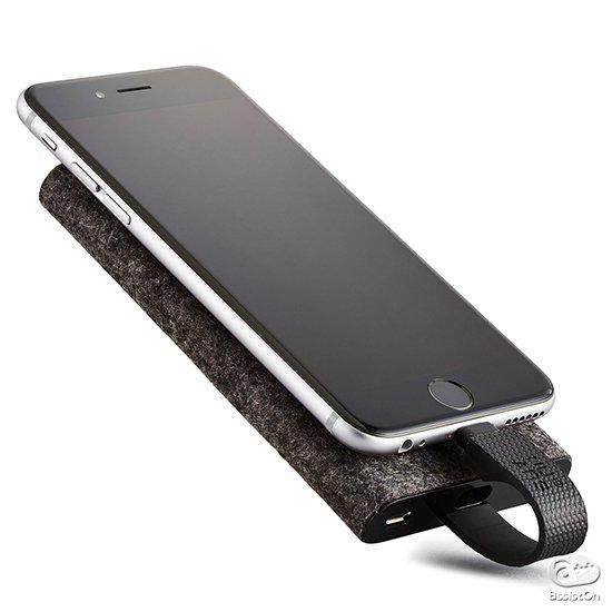 iPhoneユーザーにとって、最も使いやすい補助バッテリーは、どんなカタチであるべきなのか?その答えが、薄型軽量、そしてパワフルなTAGPLATEです。