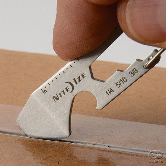 わずか6.5センチ、12グラム。キーホルダーにも取り付けることができる、小さな、けれどもしもの時に頼りになるマルチツール。