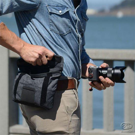 いつもそばに置いておきたいスマートフォンから小物類、さらにはミラーレスカメラの収納にも対応。3つの形に変化して、使い方もいろいろの新型ポーチ。