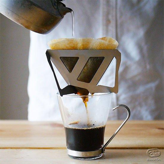 とてもミニマルなコーヒードリッパー。自宅でも旅行や出張、アウトドアでも。あなただけのコーヒーを、豊かな味わいの一杯を作ることができます。