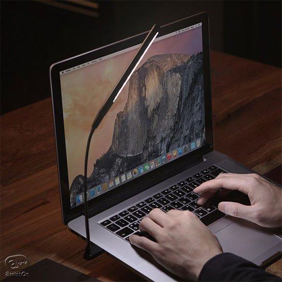 わずか36グラムで、560ルクスの明かりを作り、USBのあるところなら、どこへでも。ノートPCやモバイルバッテリーと一緒に。本当にミニマムな照明。