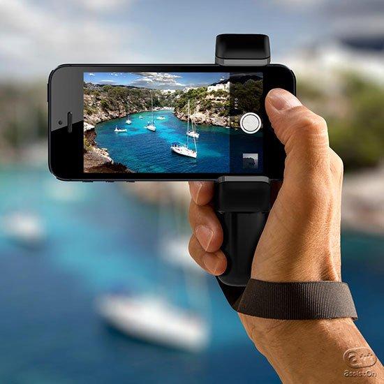 iPhoneやスマートフォンの優れたカメラ機能をさらにアップグレード。高いホールド感、ハンドストラップ、三脚の固定をスマートに追加します。