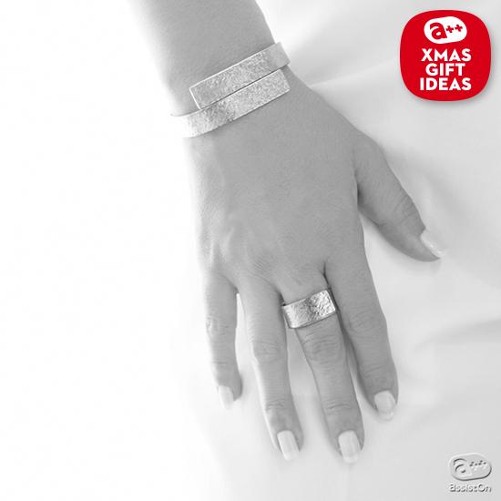 奈良時代から高貴な素材として重用されてきた「本錫」のユニークさに注目。清潔で肌に優しい、自由にカタチを変えられる不思議な金属で作った指輪。
